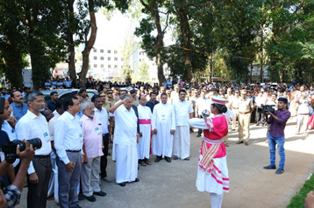 Hon'ble Chief Minister receiving Guard of Honour